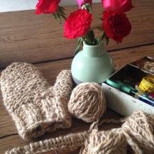 Handschoen voor Bergen Wol project gemaakt, van wol van de plaatselijke kudde. 2015.